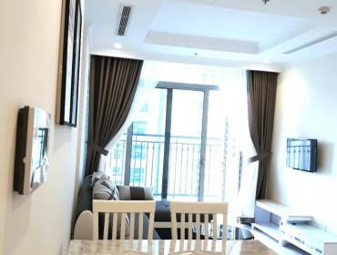 Cho thuê căn hộ vinhomes Central park 2 phòng ngủ toà Park full nội thất
